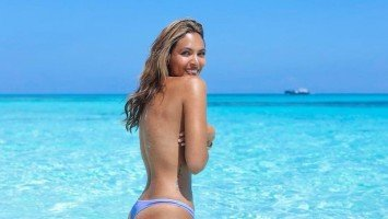 Maggie Wilson poses topless in Bahamas vacation