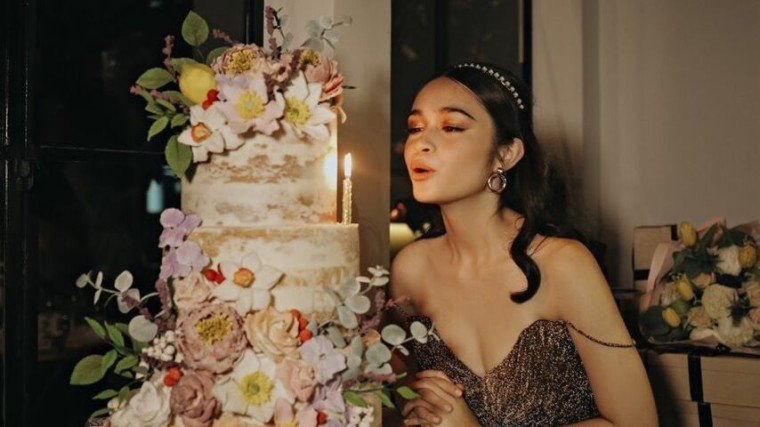 Angelina Cruz celebrates her 18th birthday over a candle-lit dinner with close family and friends!