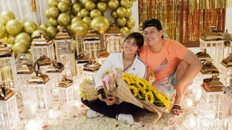 Liza Soberano and Enrique Gil received a welcome home party from friends and relatives!