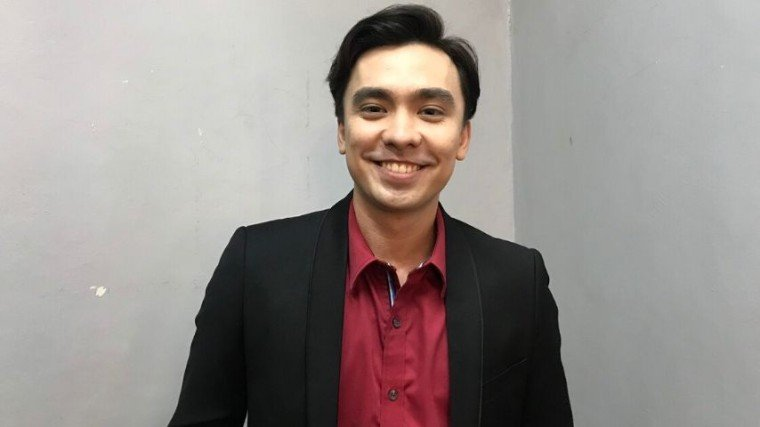 "Get to know Caleb Santos, the man behind the 100 Tula Para Kay Stella song ""I Need You More Today"" which recently hit 60 million views on YouTube! Scroll down below!"