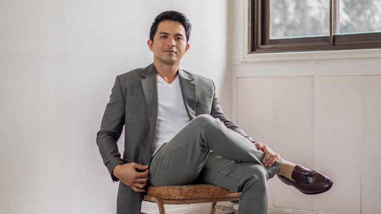 Dennis Trillo's success in the showbiz industry is no easy feat. Discover the acclaimed actor's road to stardom from career beginnings to his preparations in his upcoming film Mina-Anud! PLUS: His love story with Jennylyn Mercado that will get you all giddy!