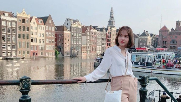 Kristel Fulgar is currently enjoying well-trodden tourist paths in Amsterdam with her mom Emily Fulgar.