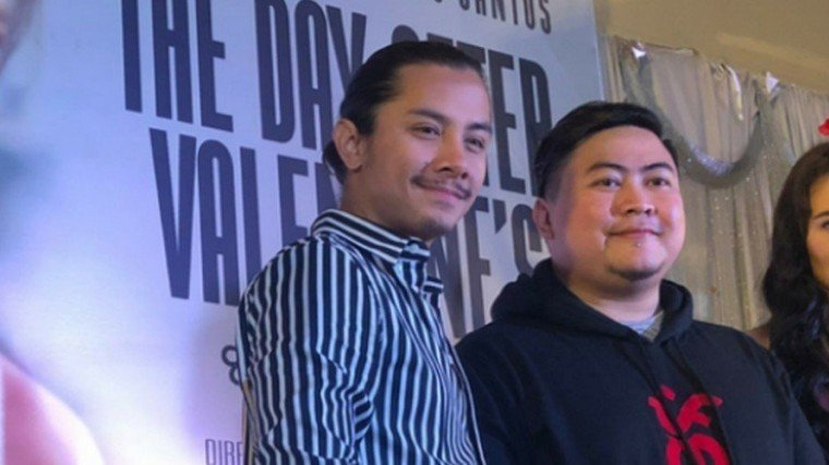 Lead stars JC Santos (left) and Bela Padilla (right) posing for the customary group shot with their film's director Jason Paul Laxamana during the August 2 press conference of The Day After Valentine's held at the Le Revé Pool Party Venue & Events Place in Quezon City.